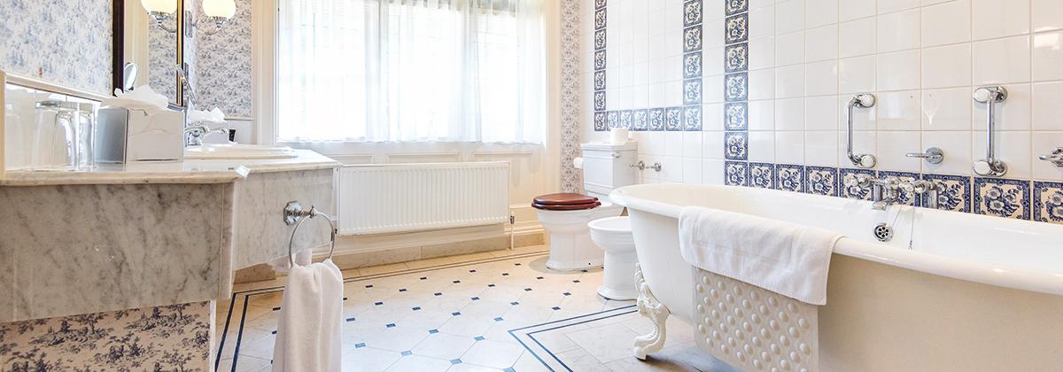 Period Style Bathroom Suite